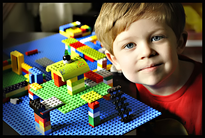 Kid-Playing-with-LEGO-blocks